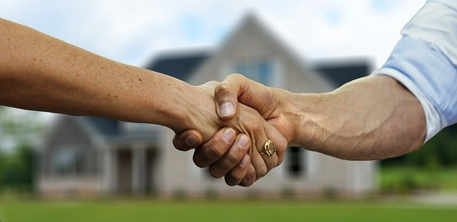 """קניית דירה תחת מטריה של חברה בע""""מ היתרונות החסרונות והשיקולים"""
